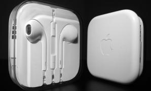 in-ear headphones EarPods from Apple