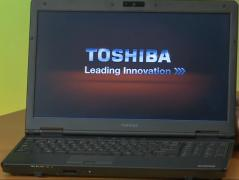 Toshiba Tecra A11 laptop (Core I5, 4 giga, pulls tanks)